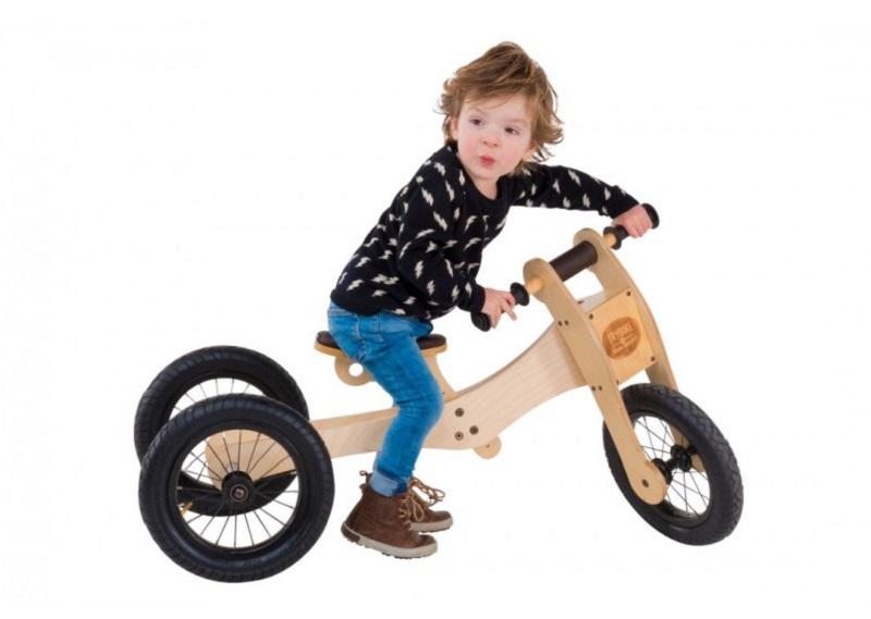 Guralice za djecu imaju dva, tri ili četiri kotača